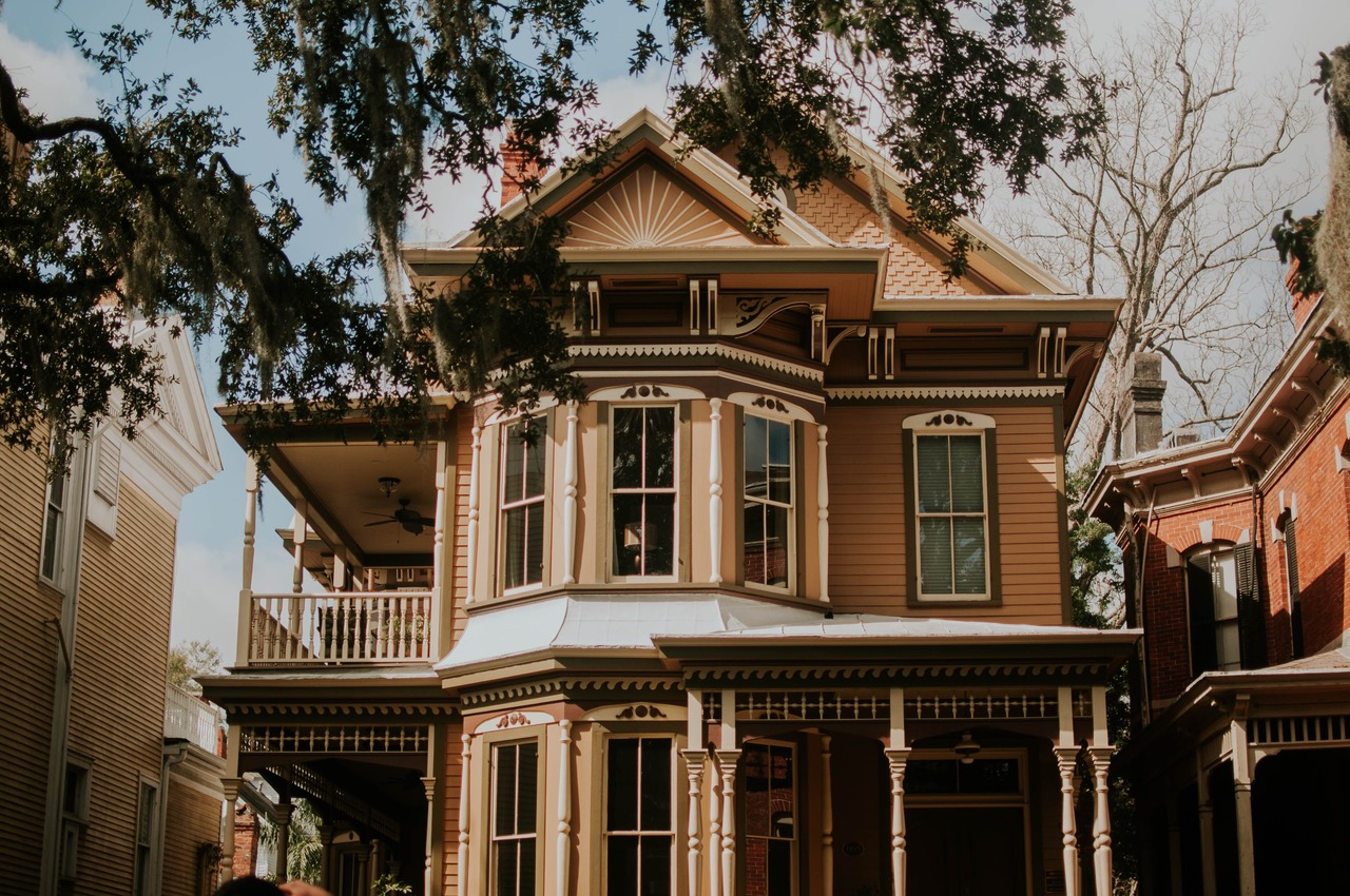 HOW TO UPDATE AN OLD HOME (FOR LESS)